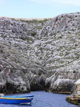 Baai in de buurt van Blue Grotto