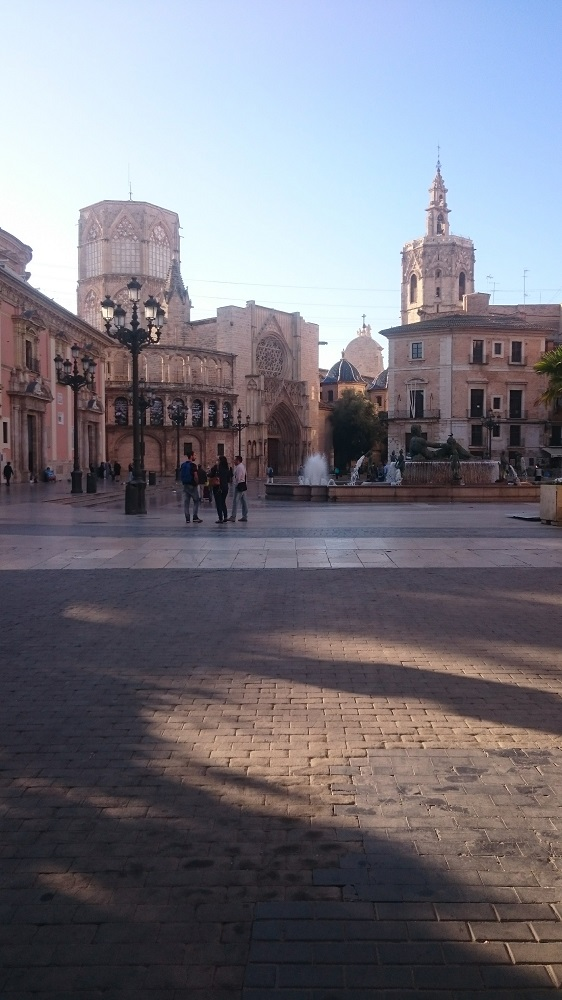 Plaza de la Virgen met de fontein in Valencia