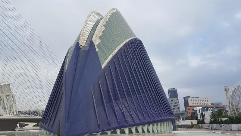 Het gebouw Agora in de Stad van de Kunst en Wetenschap