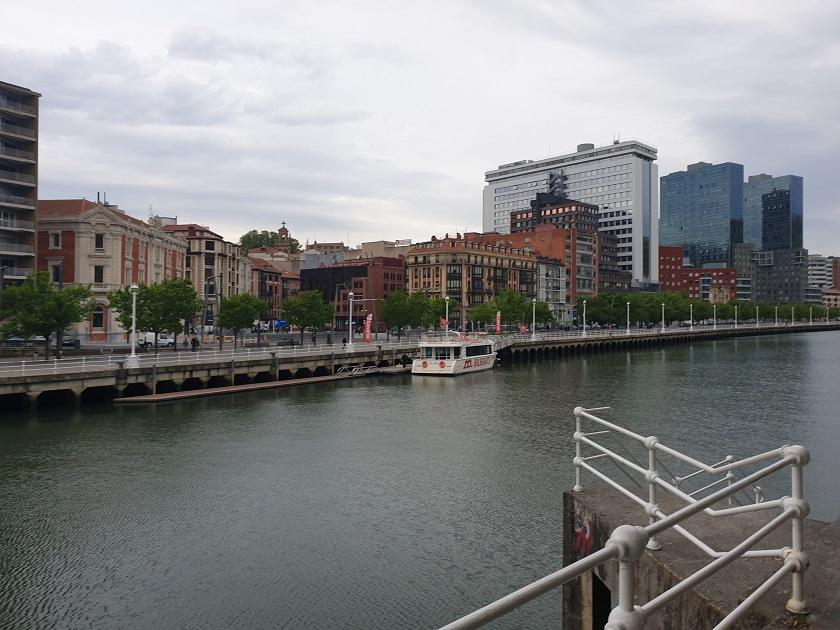 De Nervión rivier tijdens het hardlopen.
